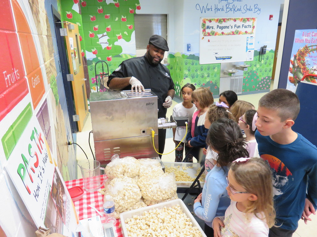 Chef Darnell from Pomptonian makes pasta!